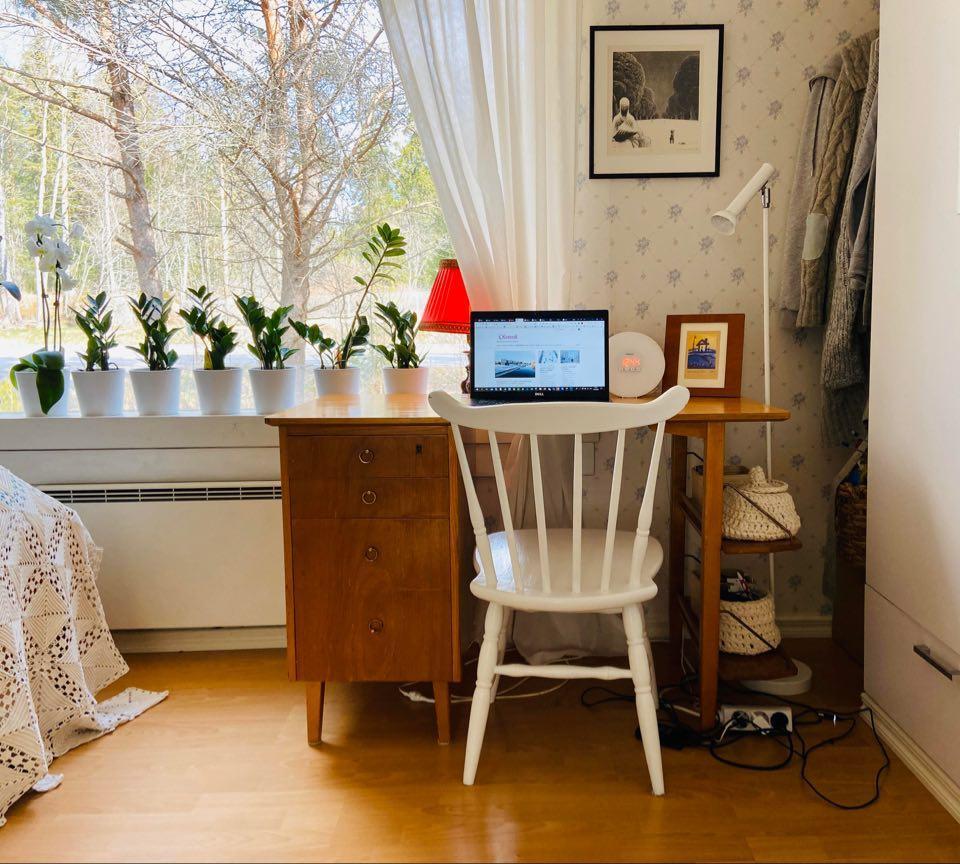 Toisella eristysviikolla vanha kirjoituspöytä tuotiin varastosta. / Minna Marjamaa CC-BY-4.0