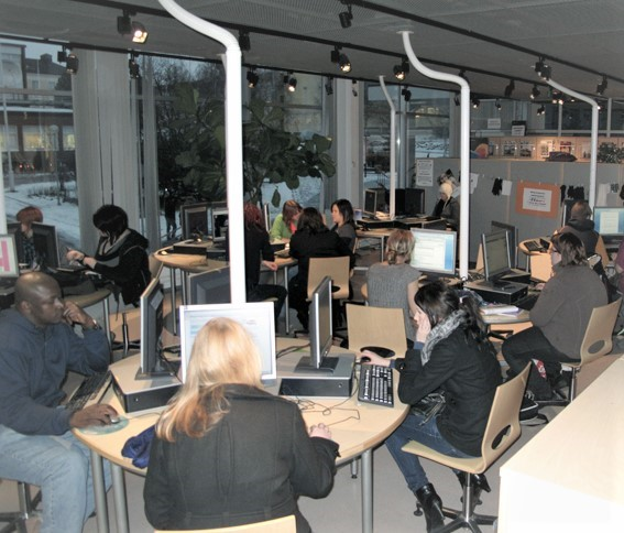 Minervakirjaston asiakastilat olivat kovassa käytössä vielä vuonna 2011. Kuva: Annamari Pudas