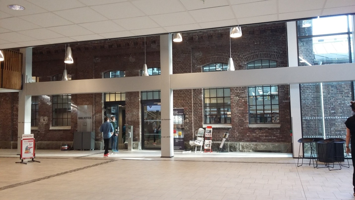 BUC, Kronstadin kampuksen kirjaston sisäänkäynti.