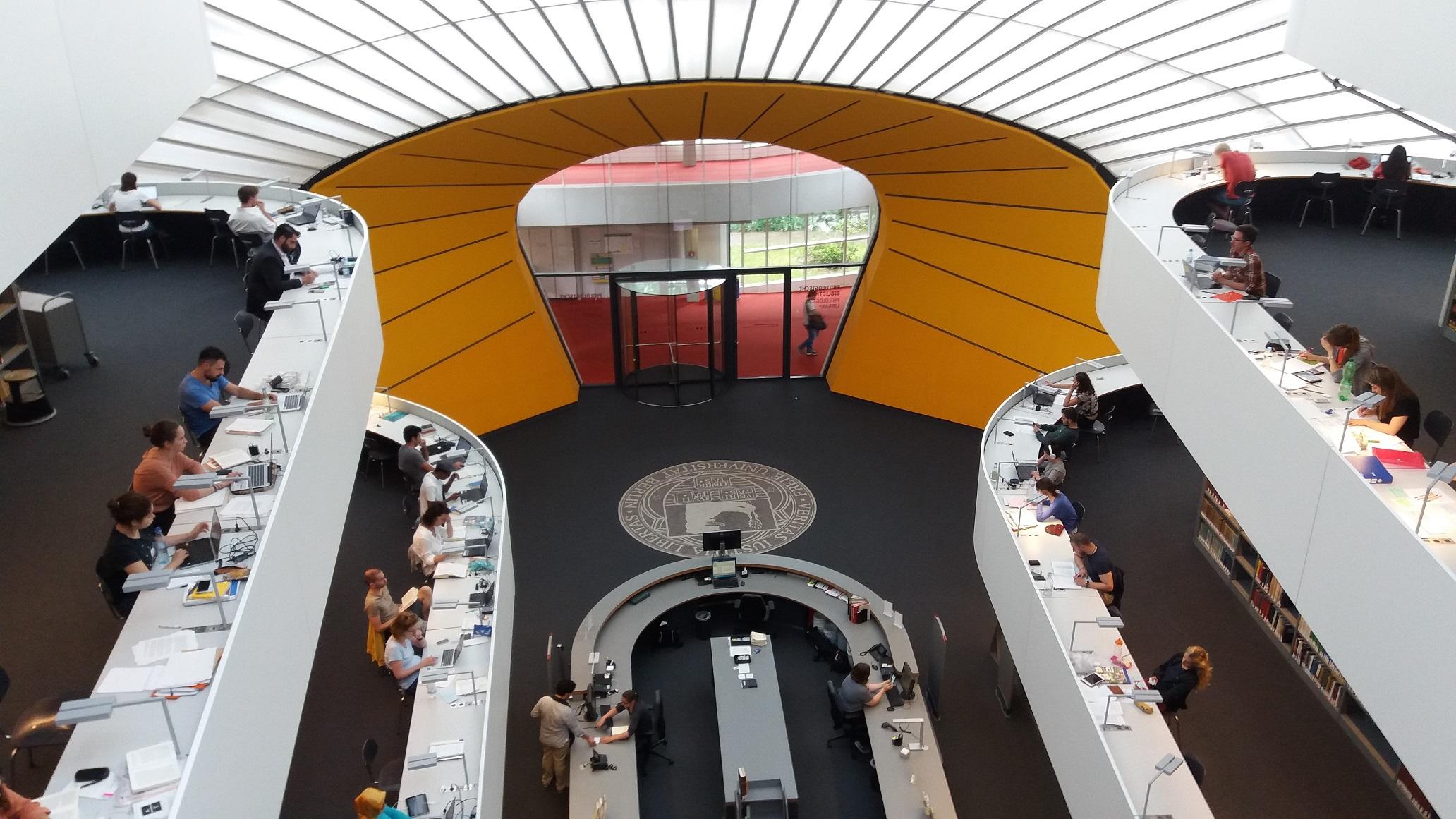 KUVA 2: Kirjastoarkkitehtuuria: Philological Library.