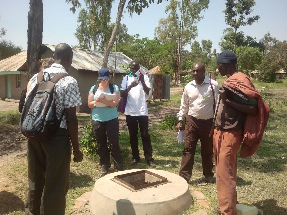 Kendun tulva-alueiden vesihuoltoon perehtymässä paikallisten oppai.den johdolla