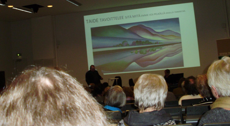 Mia Halmeen esitys käsitteli taiteen ja totuuden suhdetta (kuva: Kirsti Karttunen).