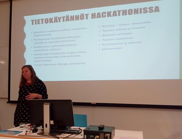 Irma Reijonen kertoo tietokäytännöistä hackatonissa