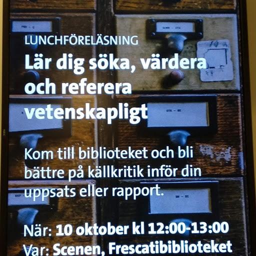 Bild 4. Information på storskärm i biblioteket. Foto: Inger Måtts-Wikström