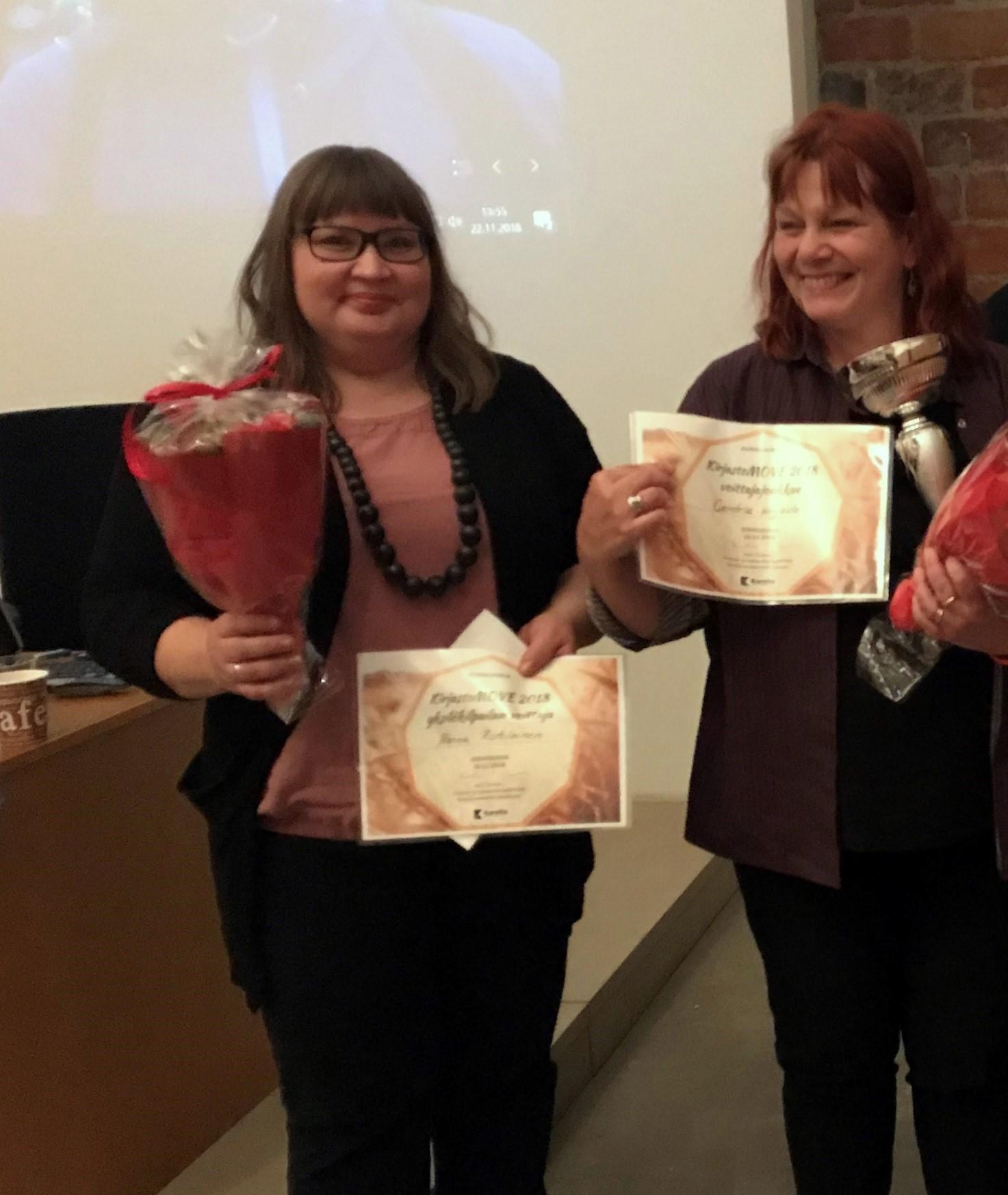 Kilpailun voittajat Henna Ristolainen Xamkista ja Hanna-Riina Aho Centrian joukkueen edustajana