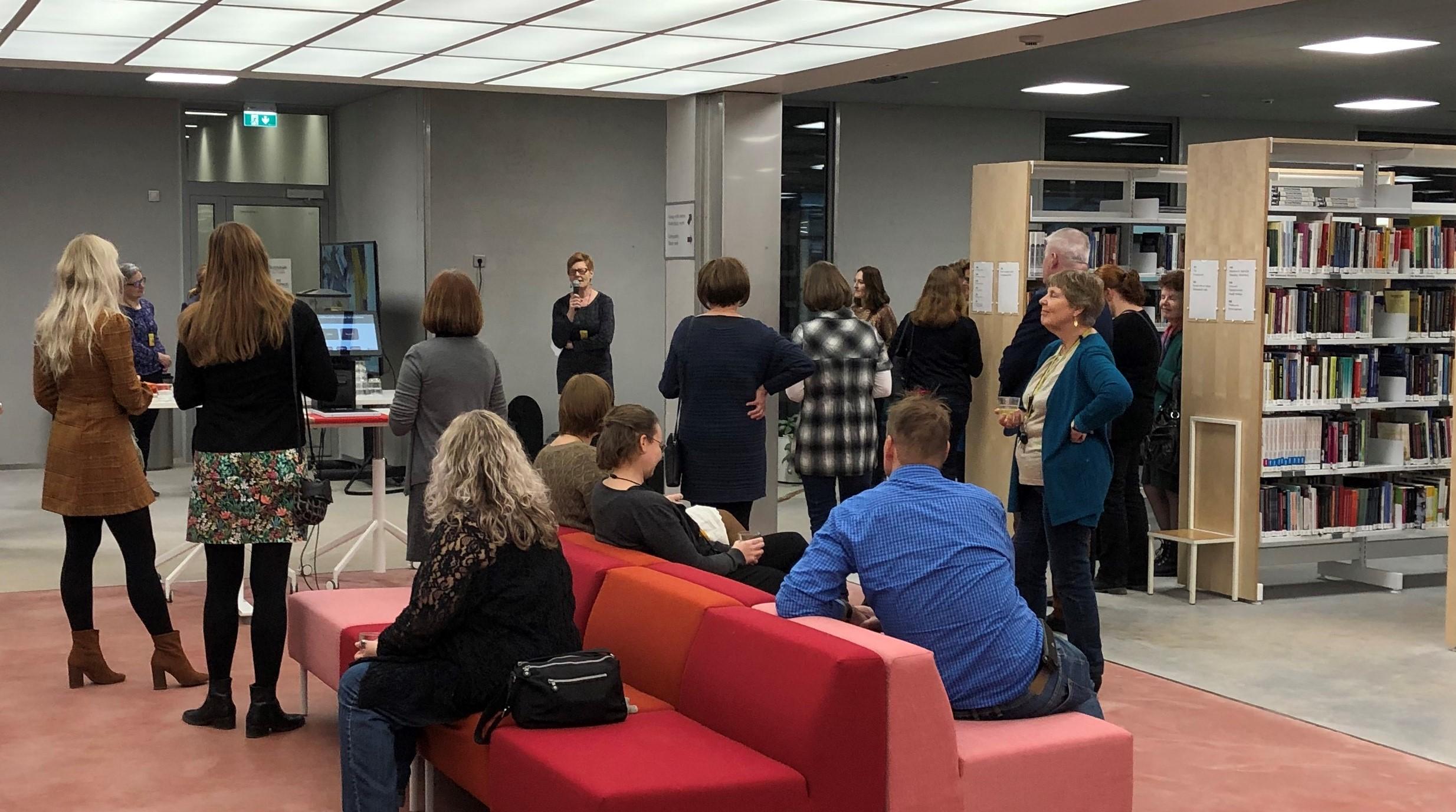 Yksi merkittävä tapahtuma kirjaston historiajanalla: Myyrmäen kampuksen kirjaston avajaiset marraskuussa 2018. Kuva: Päivi Ylitalo-Kallio.