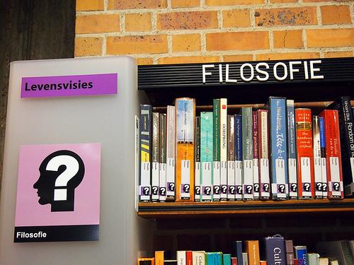 Belgian Flanderin alueella moni yleinen kirjasto on korvannut numeroluokituksen symboleilla.