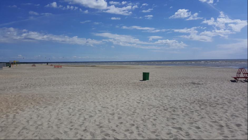 Suht autiota hiekkarantaa. (Kuva Minna Buska)